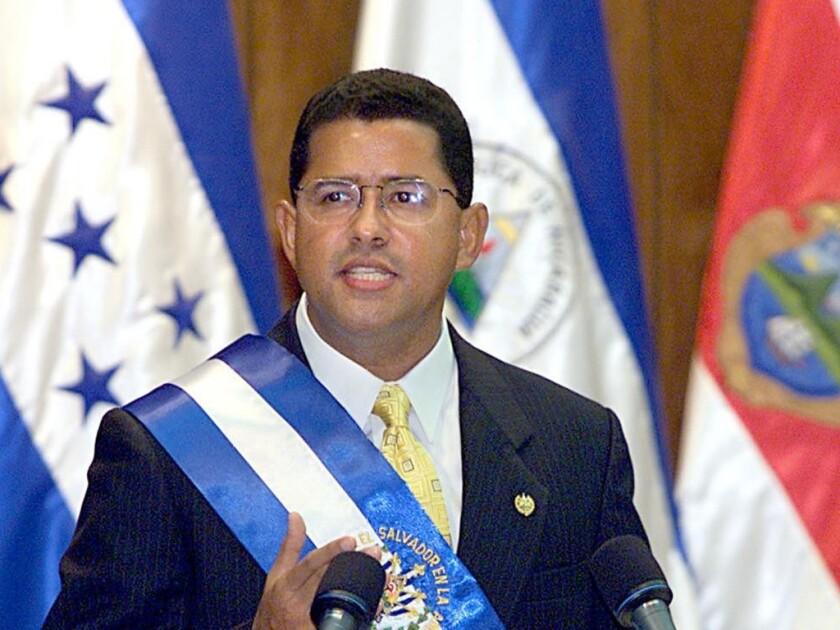 El Salvador: expresidente Flores en juicio por corrupción