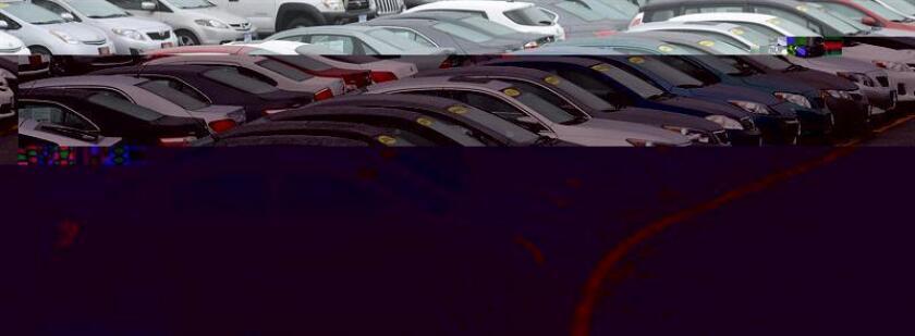 Por escaso margen, el sector del automóvil estadounidense estableció en 2016 un nuevo récord de ventas, según las cifras provisionales anunciadas hoy y que señalan que en 2016 se vendieron unos 17,5 millones de vehículos en el país. EFE/ARCHIVO