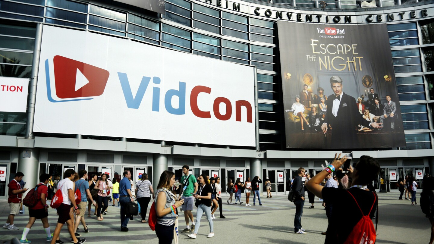 VidCon, the annual gathering of online video stars and their rollicking fans, kicked off at the Anaheim Convention Center on Thursday.