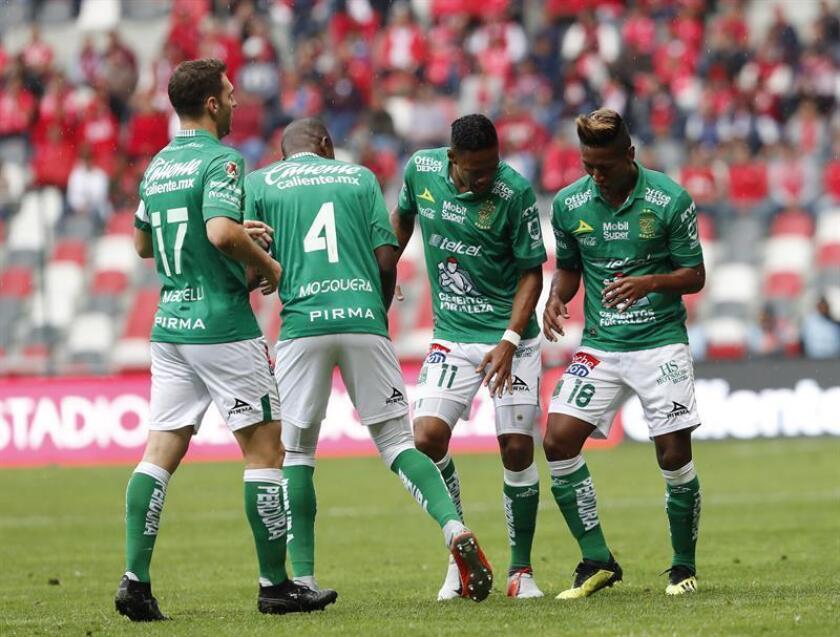 El León del entrenador Ignacio Ambriz pasó por encima de unos Tiburones de Veracruz llenos de carencias y los goleó 0-4 en el inicio de la undécima jornada del Apertura 2018 del fútbol mexicano. Jugadores de equipo de futbol León. EFE/ARCHIVO