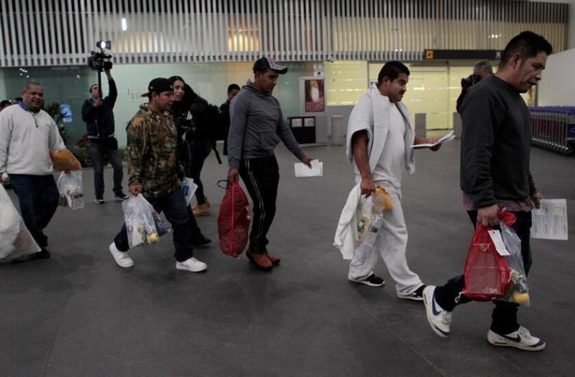 El Gobierno evalúa expulsar a México a los inmigrantes indocumentados de cualquier nacionalidad para que tramiten sus peticiones de asilo desde territorio mexicano, indicaron hoy altos funcionarios del Departamento de Seguridad Nacional (DHS). EFE/Archivo
