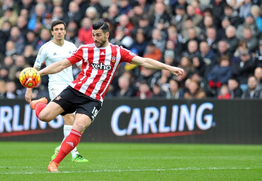 Southampton's Graziano Pelle controls the ball during the English Premier League soccer match against Swansea City at the Liberty Stadium, Swansea, Wales, Saturday Feb. 13, 2016. (Simon Galloway/PA via AP) UNITED KINGDOM OUT