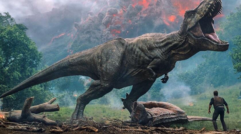 """En esta imagen difundida por Universal Pictures, una escena de """"Jurassic World: Fallen Kingdom""""."""