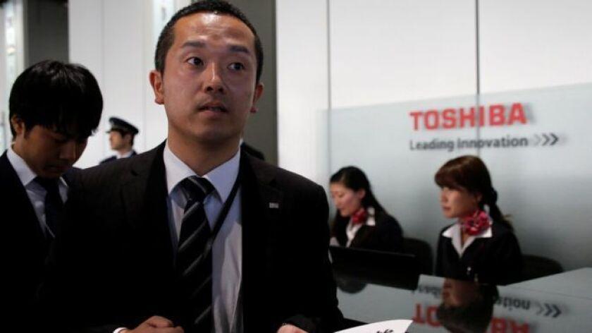 Si tenemos en cuenta que a la cancelación de un anuncio sobre las ganancias de Toshiba y la renuncia de su presidente, le siguió un intercambio de gritos entre sus ejecutivos y los periodistas en una conferencia de prensa apresuradamente organizada, no sería descabellado decir que Toshiba está atravesando uno de los peores momentos de su historia.