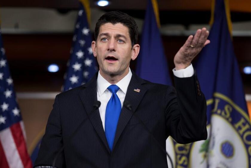 Los líderes republicanos Paul Ryan, John McCain y Lindsey Graham manifestaron hoy su apoyo a las sanciones a Rusia por los ataques cibernéticos que EEUU atribuye a ese país durante la pasada campaña de las elecciones presidenciales, aunque pidieron más contundencia. EFE/ARCHIVO
