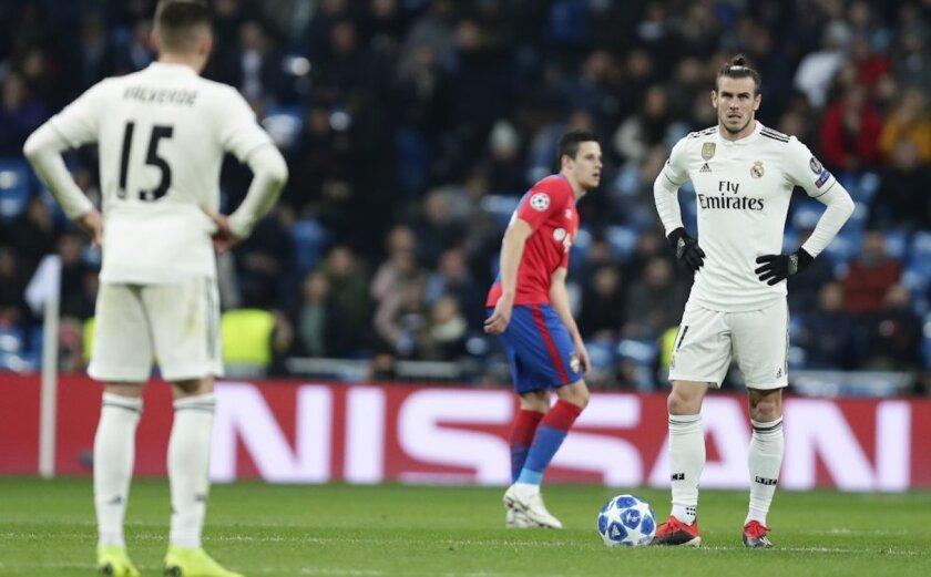 Valverde (i) y Gareth Bale, tras consumarse la derrota (0-3) en casa ante el CSKA Moscú.