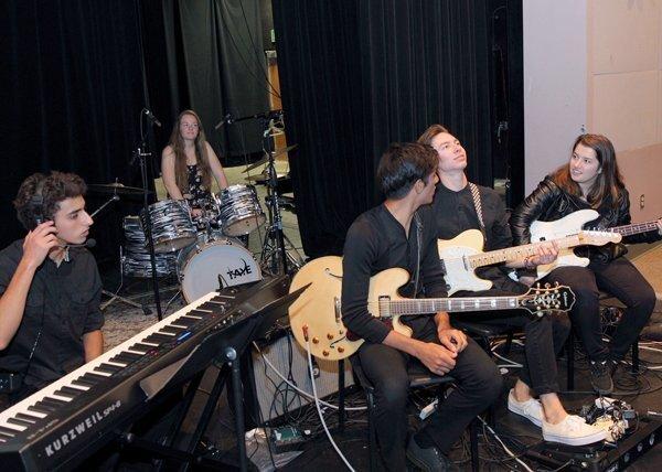 The House Band: Scott Roberts (keyboard), Jenna Stevens (drums), Javan Tahir (guitar), Matthew Fildey (guitar), Jessica Muchnick (bass)