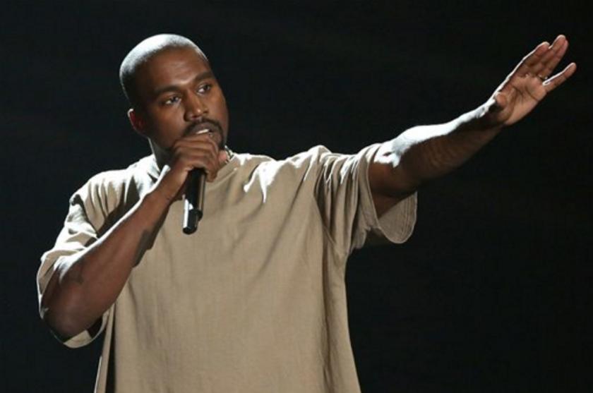 Kanye West recibe el premio Video Vanguard en los Premios MTV a los Videos Musicales, en el Teatro Microsoft de Los Angeles. (Foto por Matt Sayles/Invision/AP, Archivo)