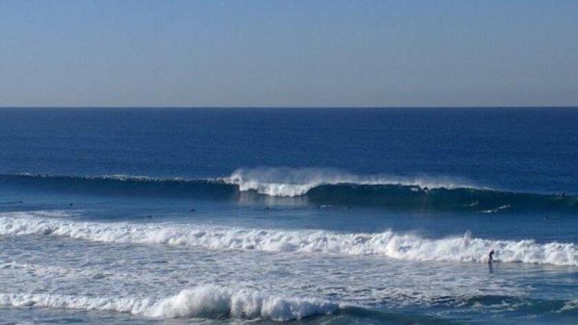 Big surf in San Diego (/ @lteschmacher)