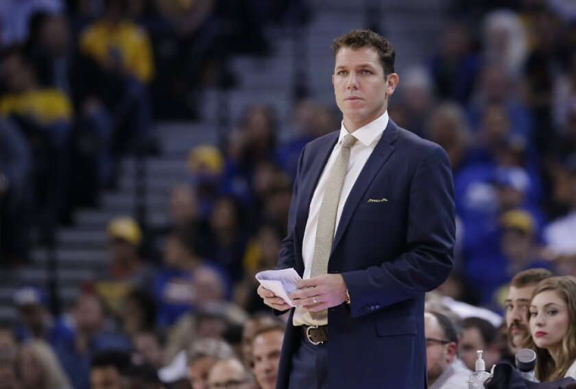 Luke Walton capably guides Golden State Warriors in Coach Steve Kerr's absence