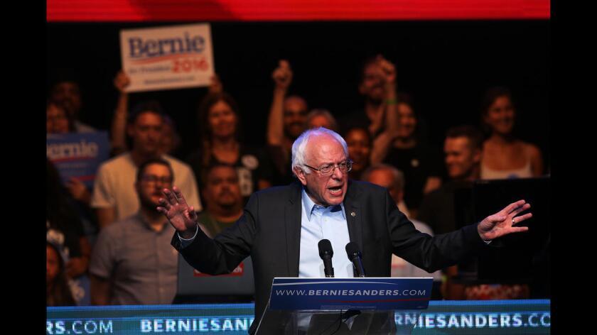 """En un evento en Las Vegas (Nevada) organizado por la coalición FIRM (Movimiento por una Reforma Migratoria Justa), Sanders delineó los aspectos principales de sus propuestas en inmigración, enfocadas a """"reunificar a las familias, desmantelar los inhumanos programas de deportación"""" y ayudar a las mujeres."""