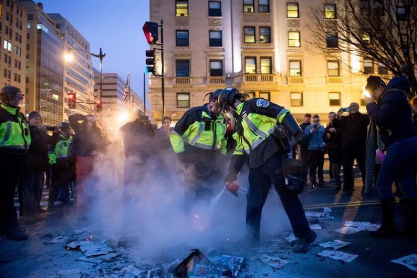 Las numerosas protestas contra la toma de posesión del republicano Donald Trump que se realizaron en innumerables ciudades de Estados Unidos se saldaron con incidentes aislados, como bloqueo de transporte público y enfrentamientos verbales entre detractores y seguidores del magnate neoyorquino. EFE