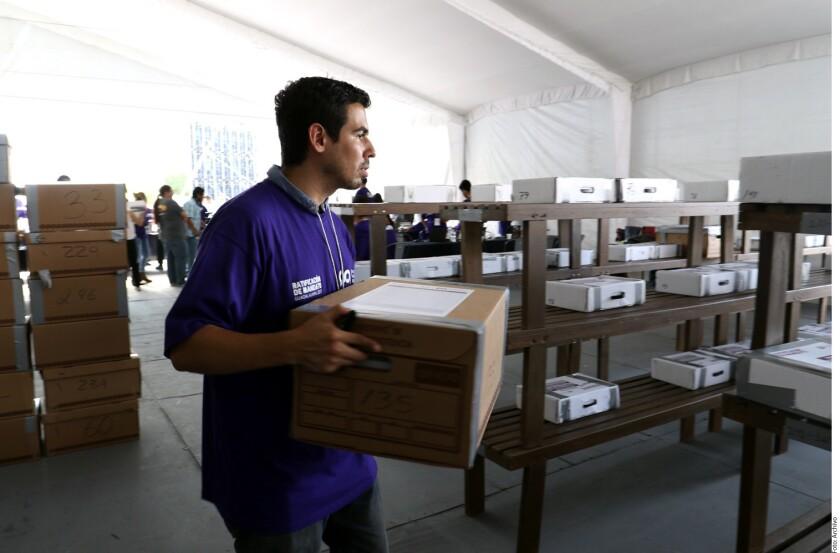 Gran parte del debate político en México hoy está enfocado en el proceso electoral del año que viene.