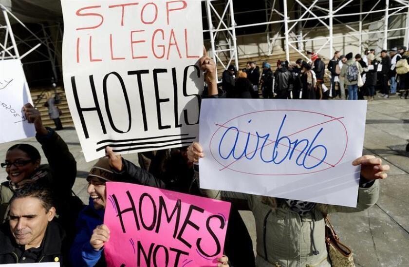 La plataforma Airbnb ha llegado a un acuerdo para retirar la demanda que presentó en Nueva York para bloquear la nueva normativa que prohíbe anunciar apartamentos por menos de treinta días, según publica hoy la prensa local. EFE/ARCHIVO