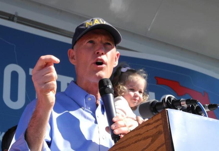El gobernador por Florida, Rick Scott lamentó la muerte de dos policías del Condado Gilchrist que fueron abatidos a tiros en un restaurante de Trenton, en el norte de Florida. EFE/ARCHIVO