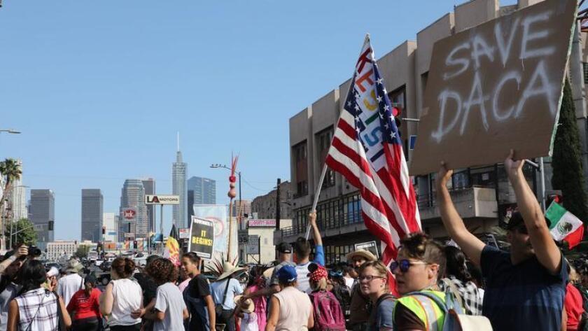 Inmigrantes activistas de los derechos de los inmigrantes se manifiestan el 10 de septiembre a favor del programa DACA. (Eugene Garcia / Agencia Europea de Prensa)