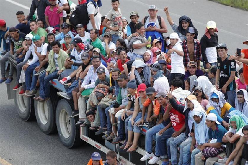 """El gobierno de Estados Unidos no puede permitir que la caravana de centroamericanos se presente en la frontera sur del país """"exigiendo"""" que se les deje entrar, dijo hoy a Efe la candidata republicana por Arizona a un escaño en el Senado federal Martha McSally. EFE/ARCHIVO"""