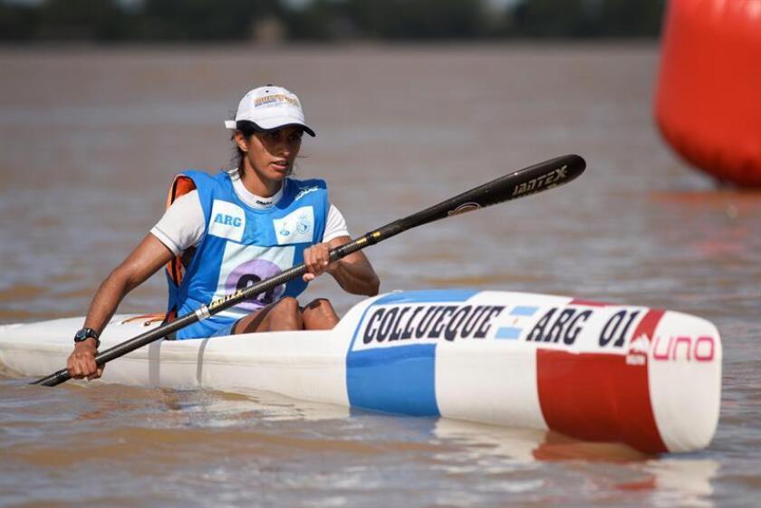 María Cecilia Collueque de Argentina compite en la prueba de canotaje 16.000 metros este viernes durante los cuartos Juegos Suramericanos de Playa, que se disputan en Rosario, provincia de Santa Fe (Argentina). EFE