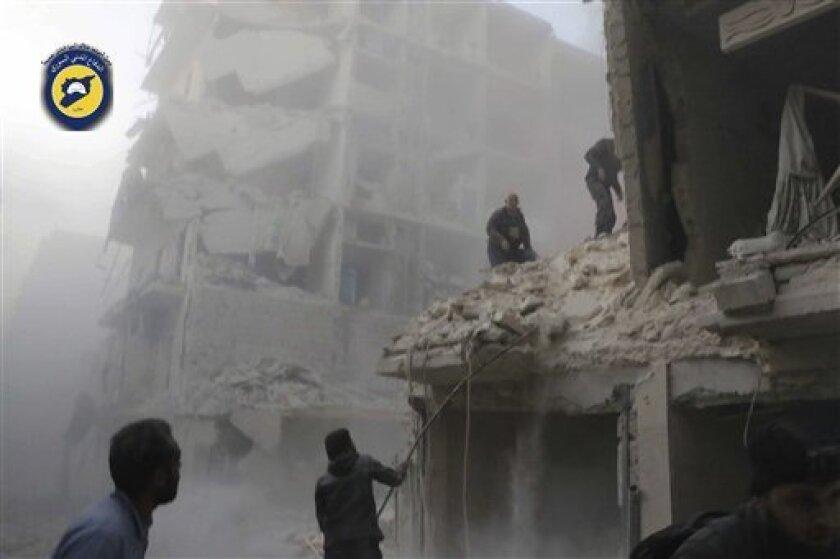 """El secretario general de la ONU, Ban Ki-moon, condenó hoy el """"intenso asalto aéreo"""" de los últimos días sobre la ciudad siria de Alepo y recordó que los ataques contra civiles pueden ser crímenes de guerra."""