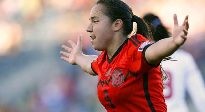 Charlyn Corral, futbolista mexicana.