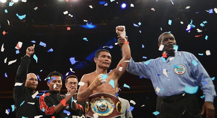 Donnie Nietes (c), campeón Minimosca de la Organización Mundial de Boxeo (OMB).