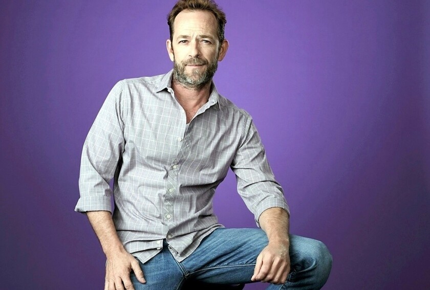 """Luke Perry, el eterno Dylan de """"Beverly Hills 90210"""" y actor de la exitosa serie """"Riverdale"""" como el padre de Archie."""