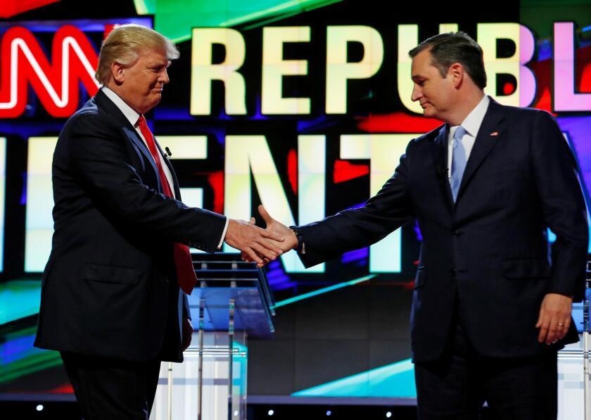 Donald Trump y Ted Cruz en Miami, Florida. REUTERS/Joe Skipper/File Photo