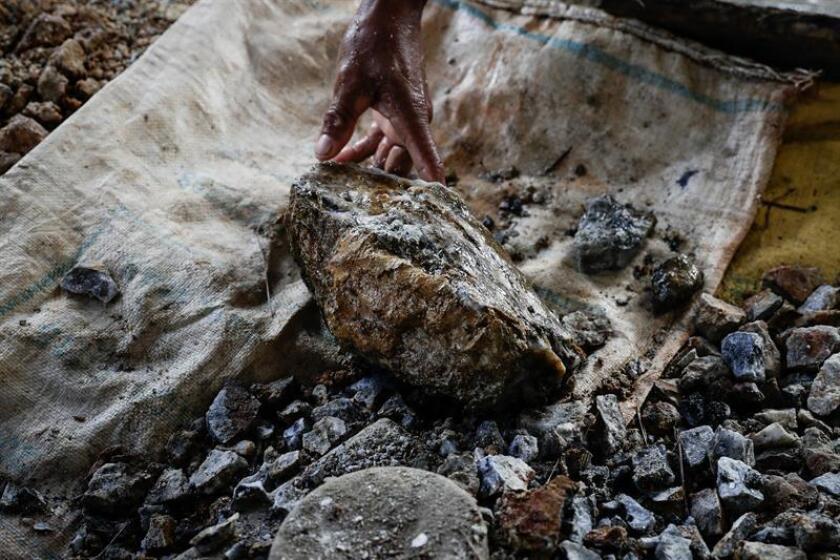 Un equipo internacional de investigadores determinó que los microbios que se encuentran en las rocas juegan un papel importante en la liberación de carbono en esas piedras, según un estudio publicado hoy en la revista Science. EFE/Archivo