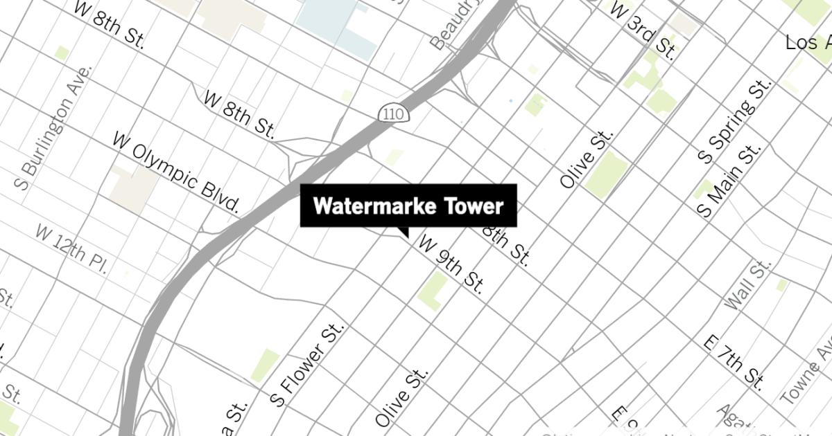 ロサンゼルス警察の調査殺人でも高級Watermarkeタワーアパート