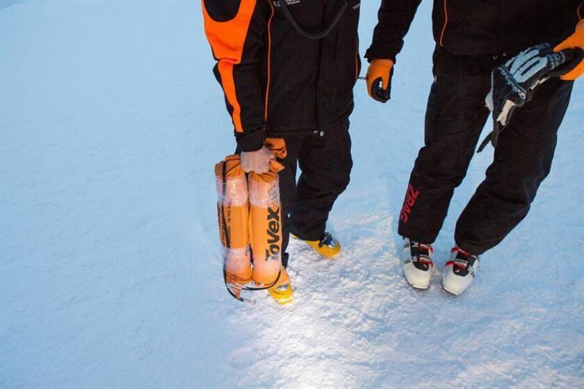 Una avalancha de nieve en Taos Ski Valley cobró la vida de un hombre e hirió gravemente a otro después de enterrarlos cerca del pico Kachina, el punto más alto de un complejo para esquiadores en el estado Nuevo México, según se dio a conocer hoy. EFE/EPA