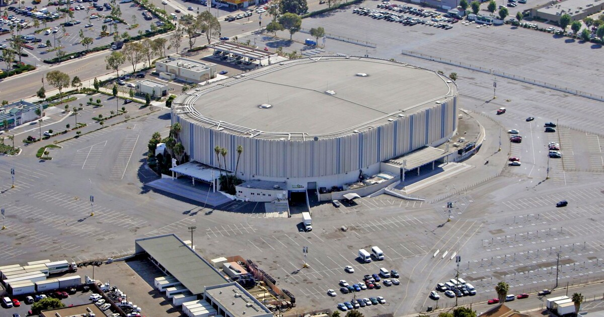 Opinion: San Diego sports arena fiasco a fresh example of Faulconer's incompetence