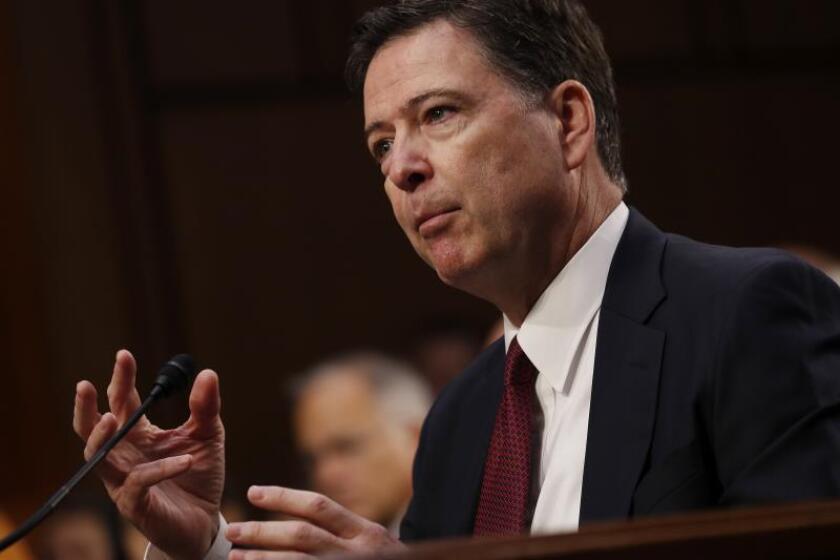 Fotografía de archivo del exdirector del FBI James Comey. EFE/Shawn Thew/Archivo