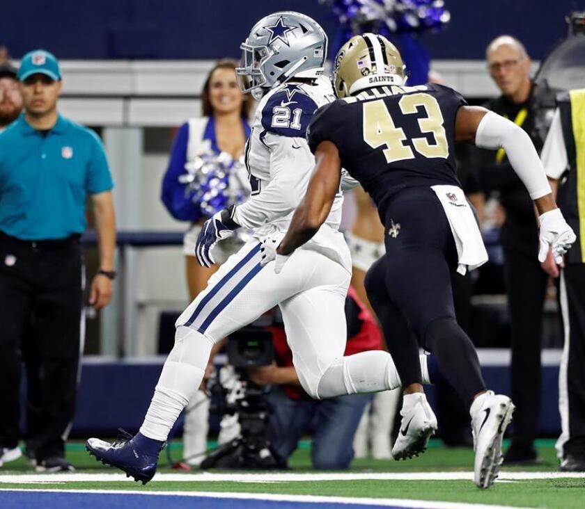 Dallas Cowboys running back Ezekiel Elliott (L) scores a touchdown against the New Orleans Saints in the first half of an NFL game at AT&T Stadium in Arlington, Texas, USA, on Nov. 29, 2018. EPA-EFE/LARRY W. SMITH