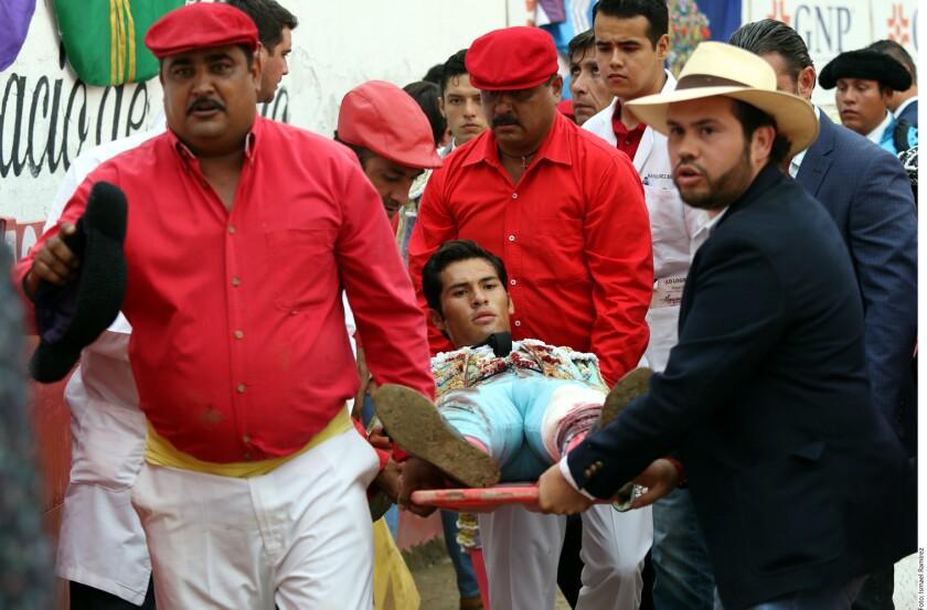El novillero Francisco Martínez tuvo que recibir atención quirúrgica tras sufrir una cornada en la Nuevo Progreso.