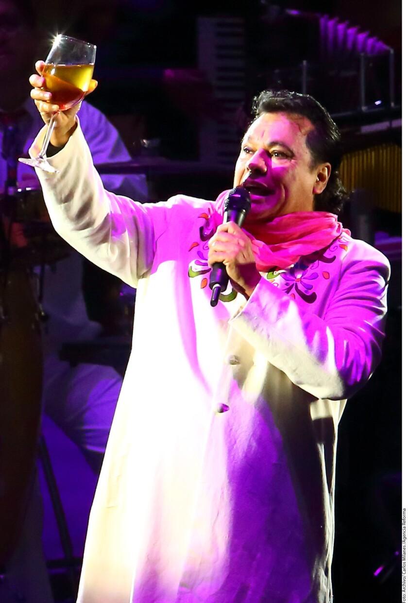 El cantautor Juan Gabriel murió a los 66 años en Santa Mónica, California, víctima de un infarto.
