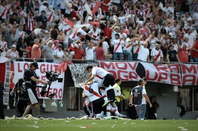 Jugadores de River Plate festejan un gol. EFE/Archivo