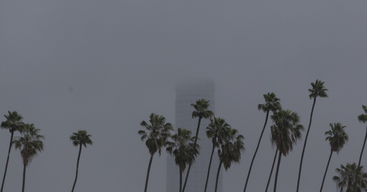 Άνοιξη καταιγίδα που φέρνει βροχή και το χιόνι στην Καλιφόρνια