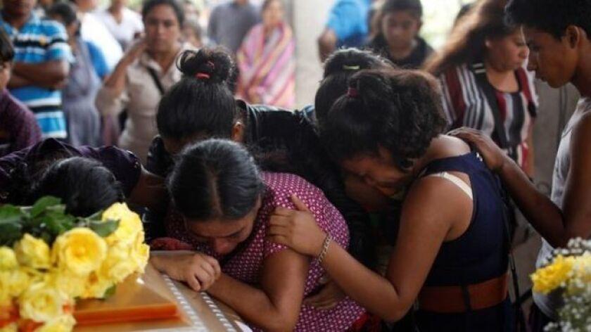Los funerales de las víctimas de la erupción ya empezaron.