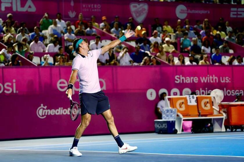 El tenista argentino Juan Martín del Potro en accion ante el estadounidense Marcos Giron durante el tercer día del Abierto de Tenis Los Cabos, en Baja California Sur (México). EFE
