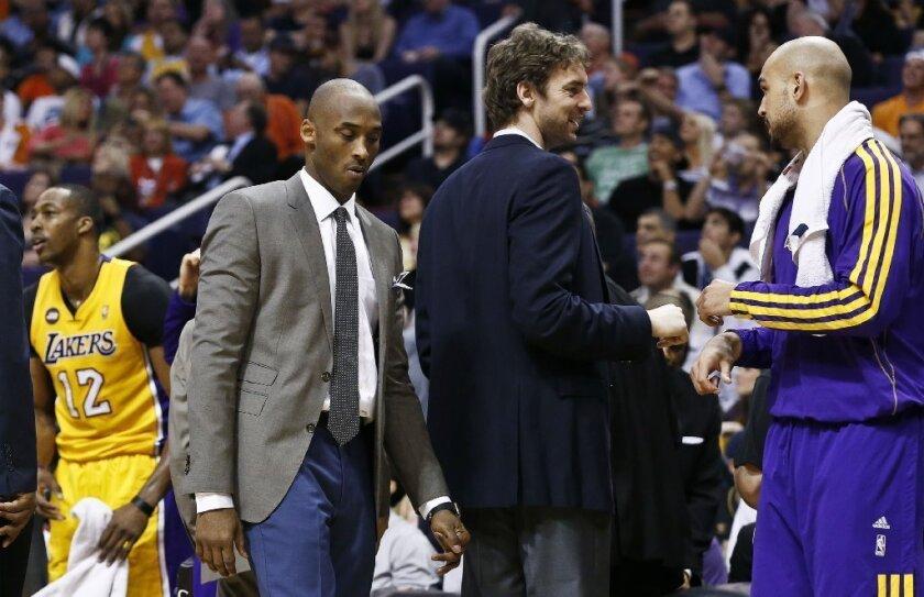 Kobe Bryant and Pau Gasol will play against Washington on Friday, according to Coach Mike D'Antoni.