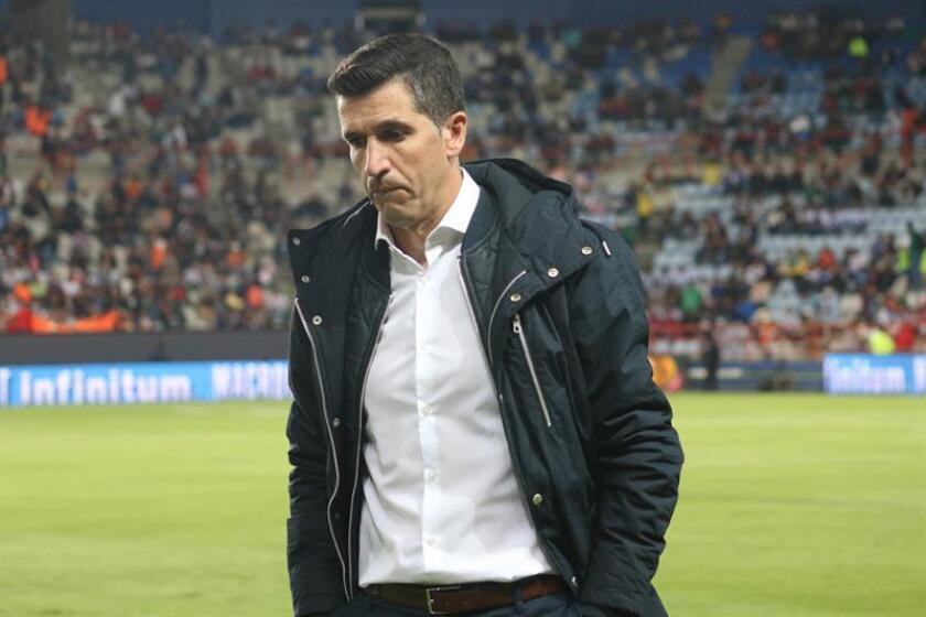 El uruguayo Gustavo Díaz fue despedido hoy como entrenador del León del fútbol mexicano por los malos resultados del equipo en el torneo Apertura 2018 del fútbol mexicano, comunicó la oficina del equipo. EFE/ARCHIVO
