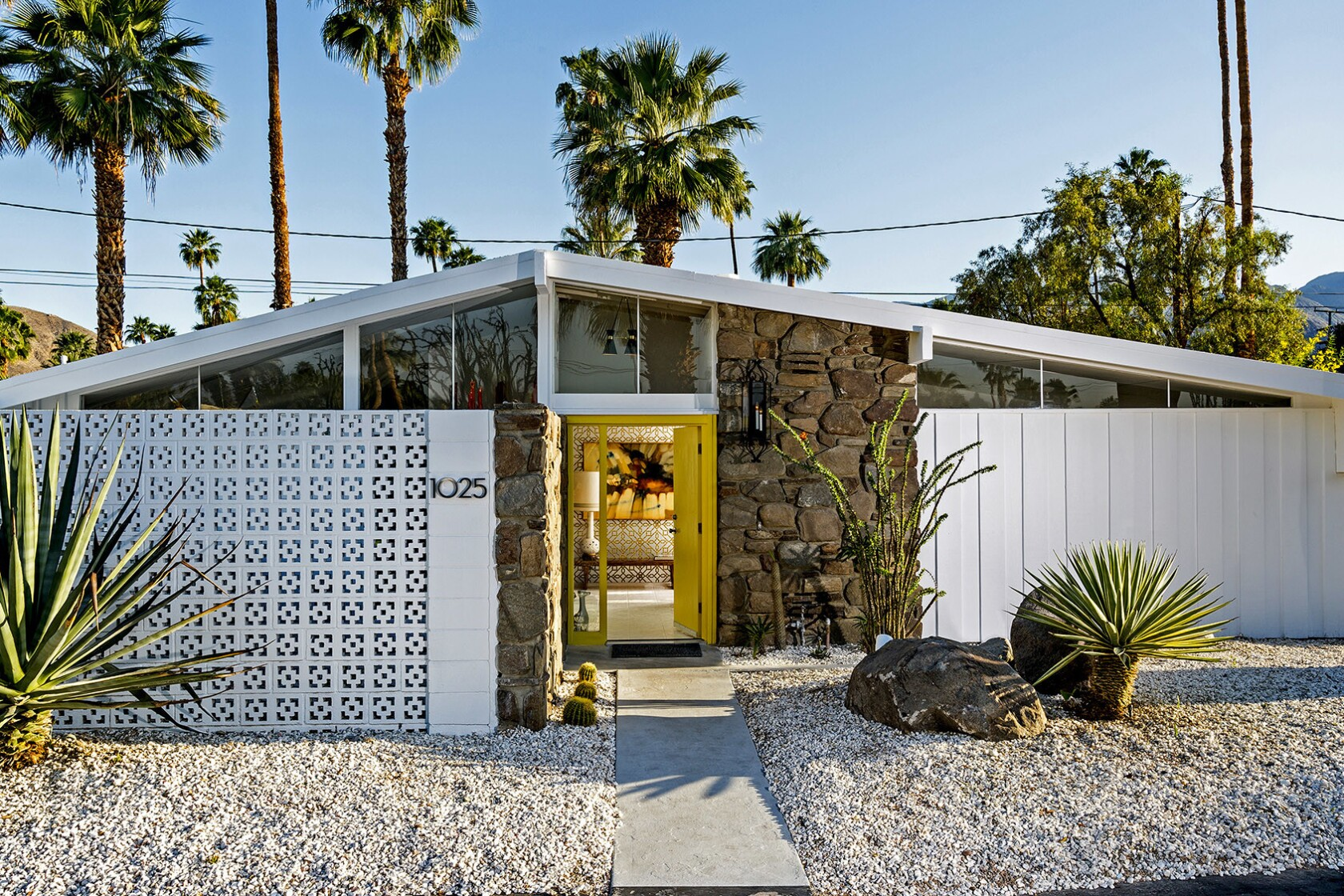 Midcentury Modern S Appeal Is Simple It Fits The Socal Lifestyle