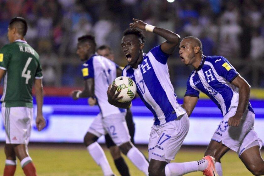 FIFA le perdona tarjetas amarillas a Honduras antes de repesca contra Australia