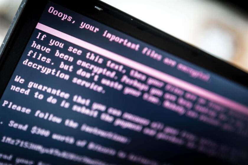 La pantalla de un ordenador muestra un mensaje tras ser infectado con un ransomware. EFE/Archivo