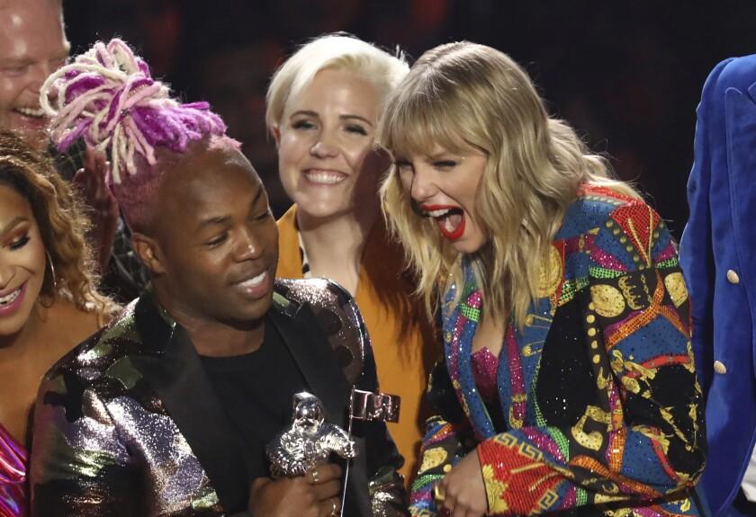 Todrick Hall and Taylor Swift accepting an award at the MTV Video Music Awards