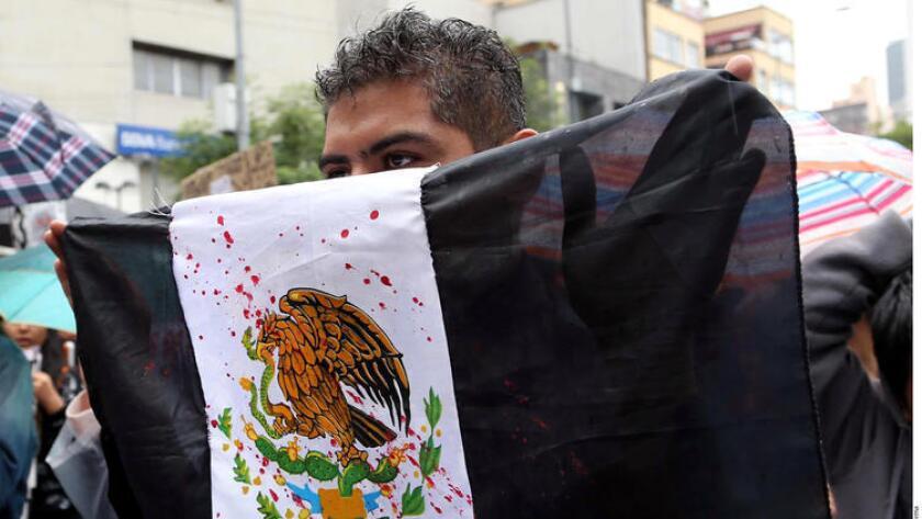 Ante la ola de violencia e inseguridad en la nación vecina, durante el mandato del presidente Enrique Peña Nieto, la población se ha organizado y movilizado por medio de las redes sociales, denunciando hechos que los medios tradicionales no abordan.