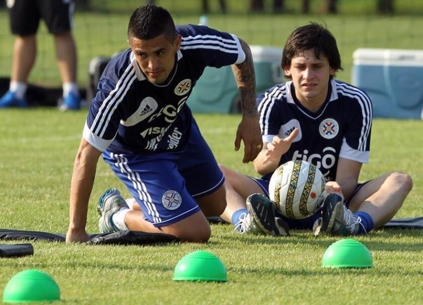 Imagen de archivo del delantero paraguayo Luis Neri Caballero (I). EFE/Archivo