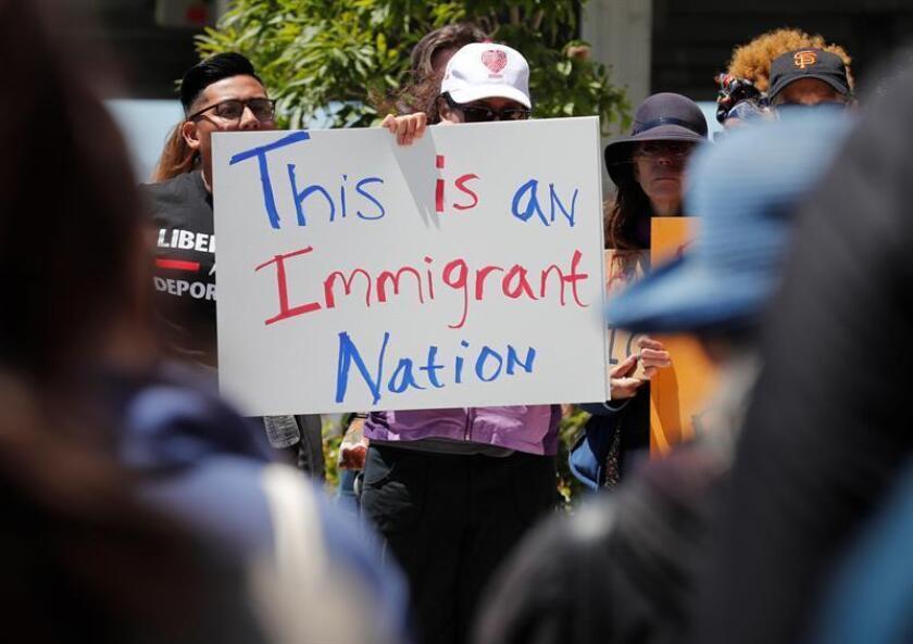 Las autoridades de Huntington Beach celebraron hoy la decisión de una corte de proceder con la demanda entablada contra el Gobierno de California por la aplicación de la Ley SB54, que declara al estado como santuario de inmigrantes. EFE/Archivo