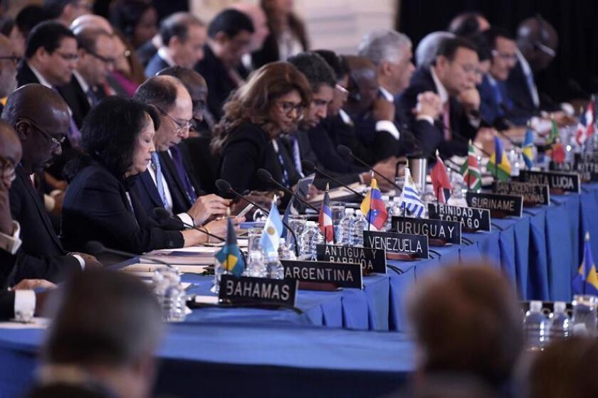 Embajadores de países miembros de la Organización de Estados Americanos (OEA) participan durante la apertura de la 70ª Asamblea General de la OEA hoy, lunes 4 de junio de 2018, en la sede del organismo en Washington, DC (EE.UU.). EFE