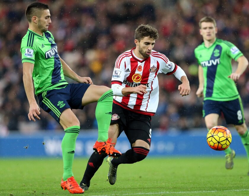Sunderland's Fabio Borini, right, vies for the ball with Southampton's Dusan Tadic, left, during their English Premier League soccer match between Sunderland and Southampton at the Stadium of Light, Sunderland, England, Saturday, Nov. 7, 2015. (AP Photo/Scott Heppell)